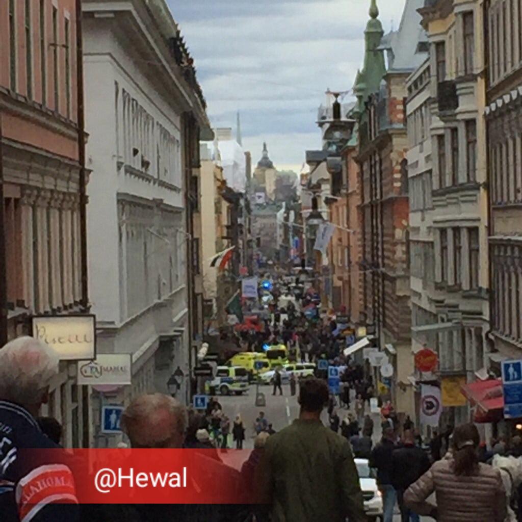 یک خودرو در استکلهم ( پایتخت سوئد) عابران پیاده را زیرگرفت