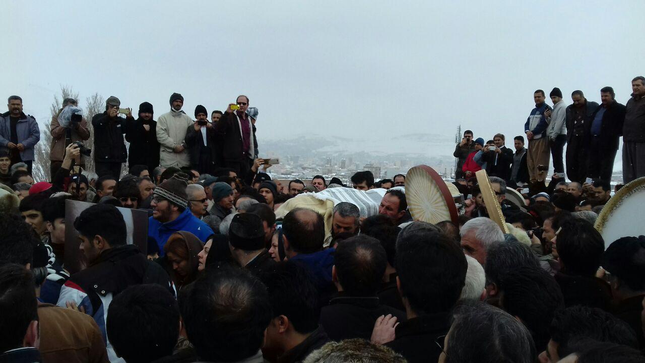 گزارش تصویری هه وال از مراسم به خاکسپاری استاد رسول رش احمدی شاعر و نویسنده مهاباد و کوردستان